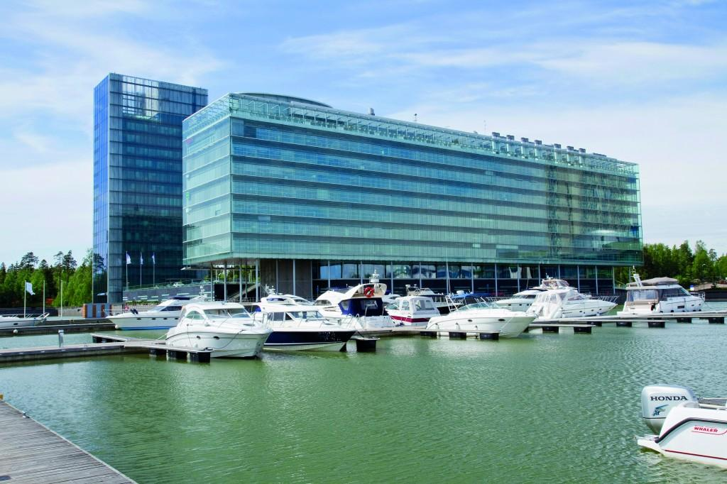 Yritysoperaattori Line Carrierin pääkonttori sijaitsee Keilasatamassa upeissa merimaisemissa.